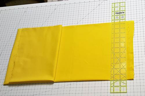 Step 3 Align fold with horizontal measurement line on cutting mat. Align ruler measurement line along fold.